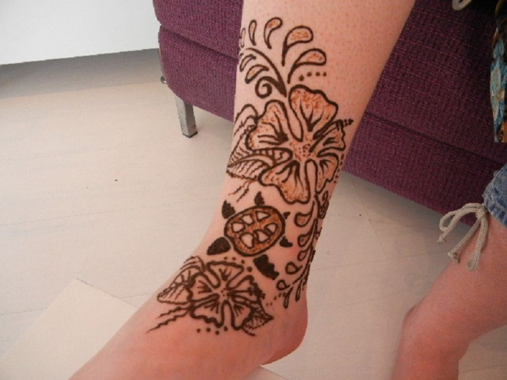 Amazing Henna Tattoo Design On Foot Pictures