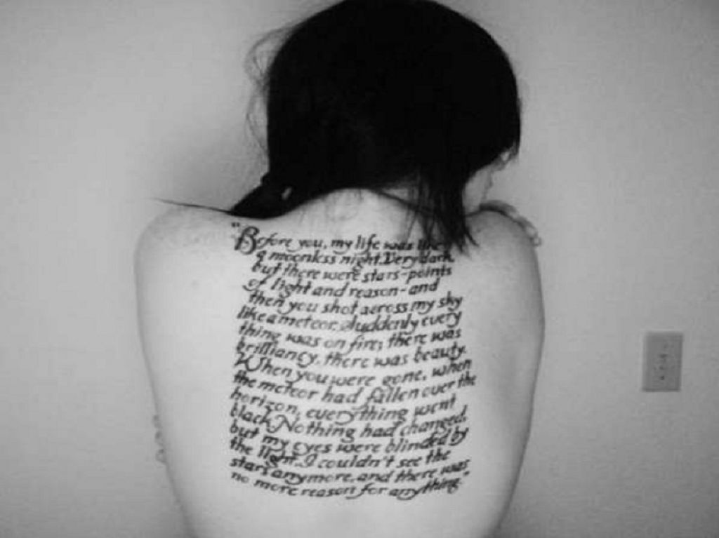 Awesome Twilight Word Lines Tattoo Dedicated To Beloved Inked On The Back Pictures