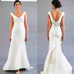 Backless Wedding Gown With Bow Pictures
