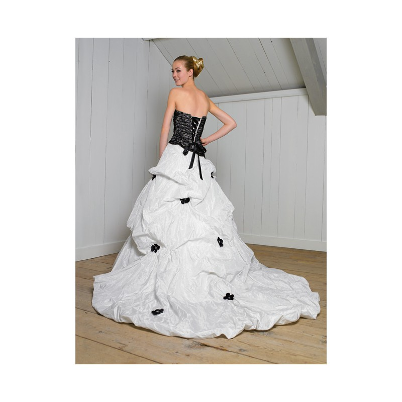 Black and white wedding dresses black and white lace flowers black and white wedding dresses black and white lace flowers strapless ball gown corset taffeta mightylinksfo