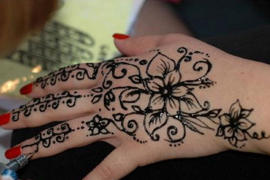 Henna Tattoo Designs Black: Black Henna Tattoo For Left Hand Pictures : Fashion Gallery