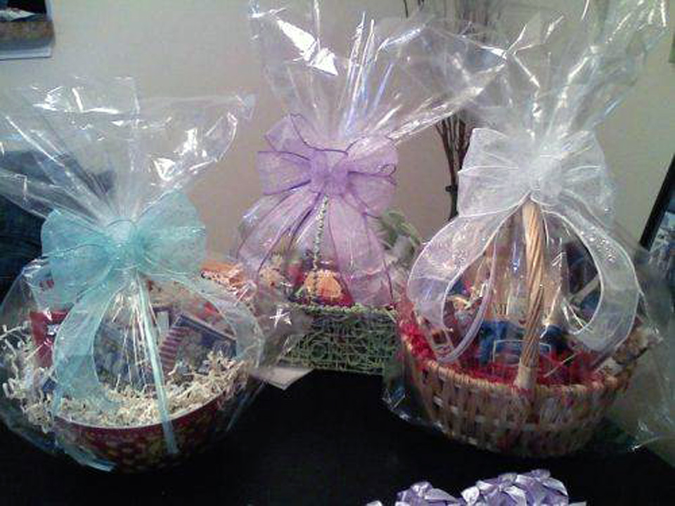 Bridal Shower Gift Basket Ideas For Guests Pictures