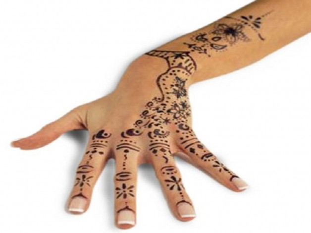 Chic Henna Tattoo Designs For Hand