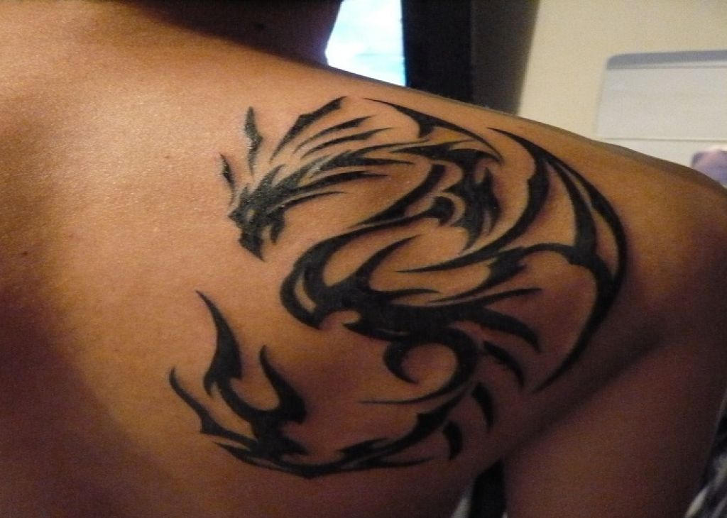 Cool Side Back 3D Dragon Tribal Tattoo Men Pictures