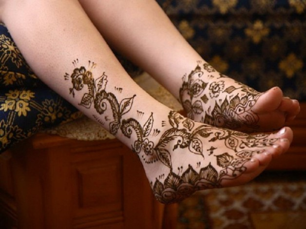 Gold Ink Henna Tattoo Designs For Feet