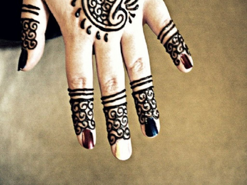 Textured Henna Tattoo For Fingers Pictures
