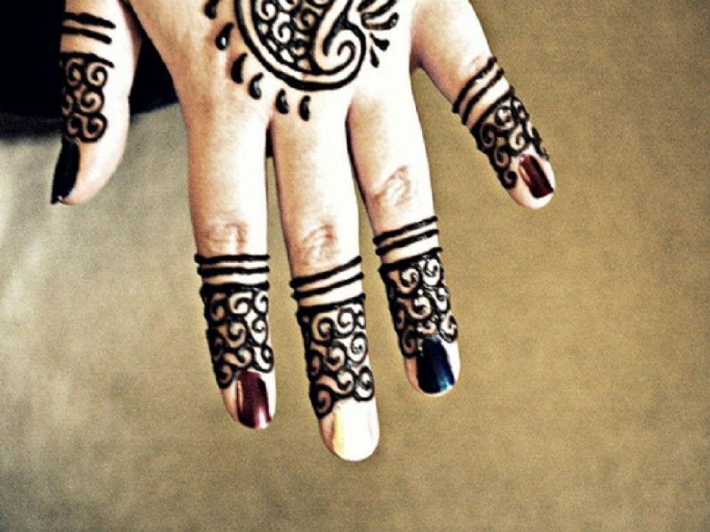 Large upper back henna tattoo design for Henna tattoo fingers