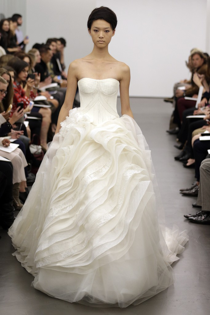 Vera Wang Wedding Dress, tying the knot in style} The Best Wedding ...